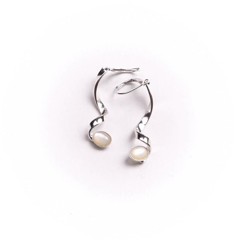 Boucles d'oreille argent avec nacre, bijoux de créateur, vente en ligne, bijou artisanal, bijouterie en ligne