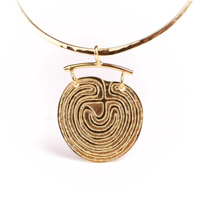 Pendentif plaqué or labyrinthe, bijoux de créateur, vente en ligne, bijou artisanal, bijou fabrication française