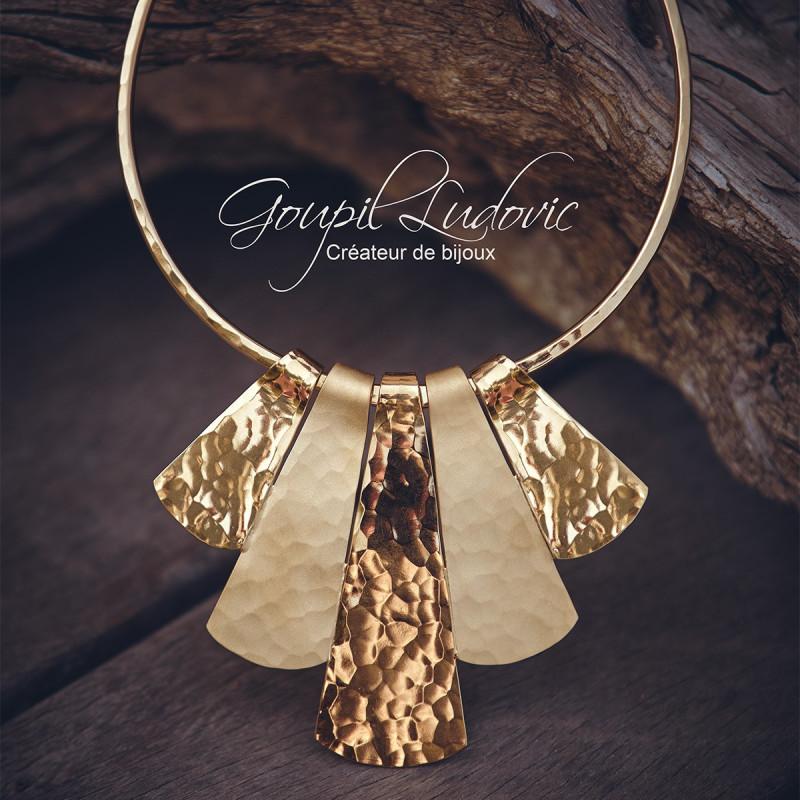 Collier plaqué or Martelé mat brillant Reine d'Egypte, bijoux de créateur, vente en ligne, bijouterie